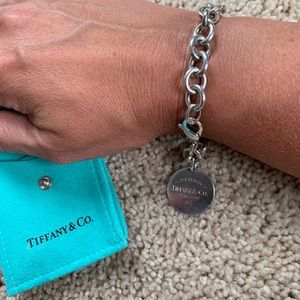 Authentic. Tiffany & Co bracelet 7inches